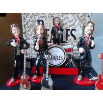 The Beatles Set De Figuras Con Escenario E Instrumentos