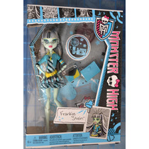 Frankie Stein Con Accesorios Color Azúl Monster High