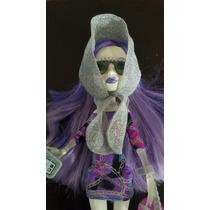 Spectra Vondergeist Outfit