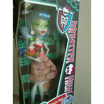 Monster High Ghoulia Skull Shore