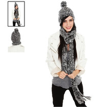 Hot Topic Gorro Black And White Pom Beanie With Attached Sca
