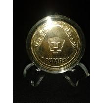 Moneda Grabada De Pumas, Dorada En Cápsula Y Pedestal