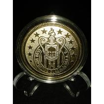 Moneda Grabada De Chivas, Dorada En Cápsula Y Pedestal