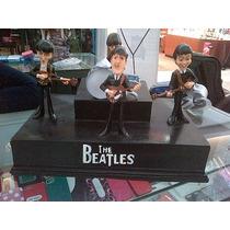 Figura De Los Beatles Cantando