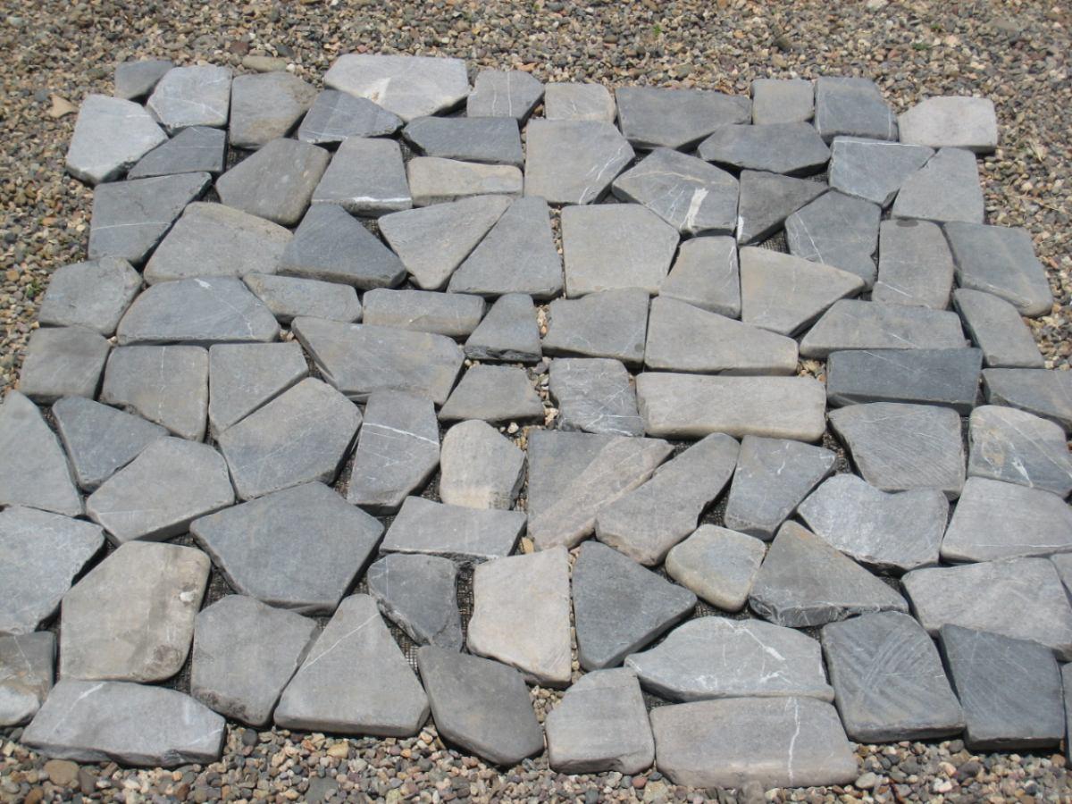 Piso piedra imagui for Pisos con piedras pequenas