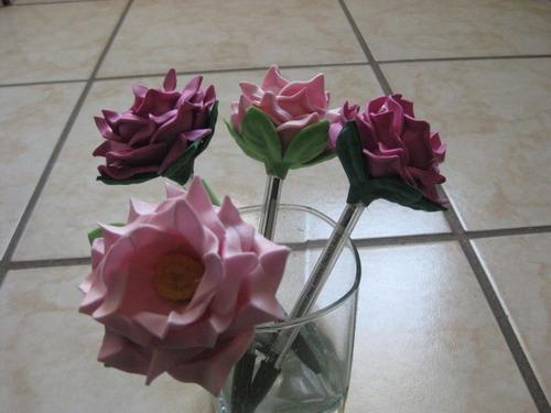 Como hacer plumas con flores de fomi imagui - Manualidades con plumas ...