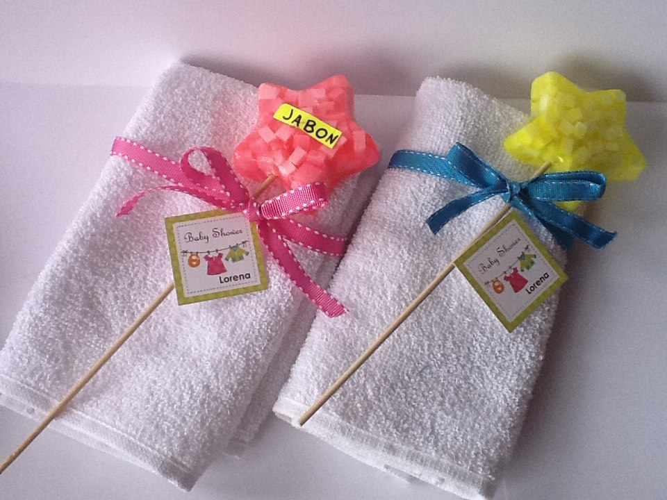 Cómo hacer un perrito de toalla para regalar en bautizos y