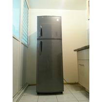 Refrigerador Congelador Daewoo, Semi Nuevo 8.7 Pies 3