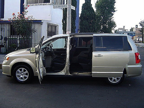 Chrysler Town & Country Lx Dvd 36l 2011