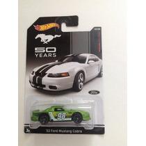 Hot Wheels 03 Ford Mustang Cobra (edición 50 Aniversario)