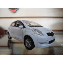 Toyota Yaris (blanco) - Welly - 1/36