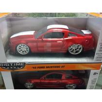 Ford Mustang Gt, Año 2010. Escala 1:32. Marca Jada.