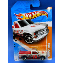 2011 Hot Wheels Track Star 11 Chevy 1500 Blanca
