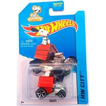 2015 Hot Wheels Con Snoopy Dog House Peanuts Coche Charlie B