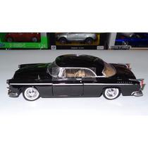 1:24 Chrysler C300 Negro Motor Max Display
