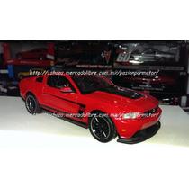 1:24 Ford Mustang Boss 302 2012 Negro Display Maisto