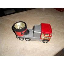 Antiguo Camión De Lámina Con Lámpara