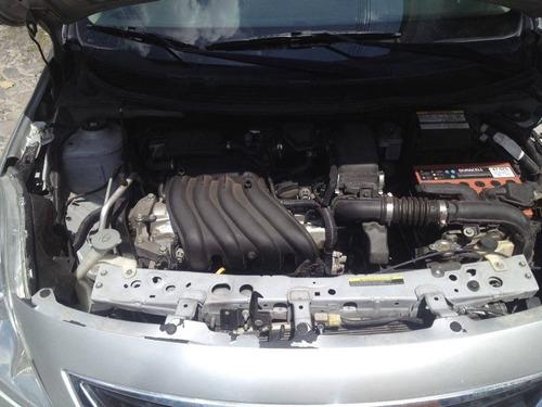 Nissan Versa 4p Plateado 2014 Exclusive Aut
