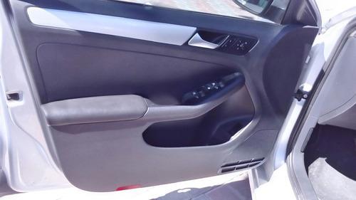 Volkswagen Jetta 4p Style 5vel B/a