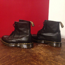Dr Martens Made In England. Color Negro.