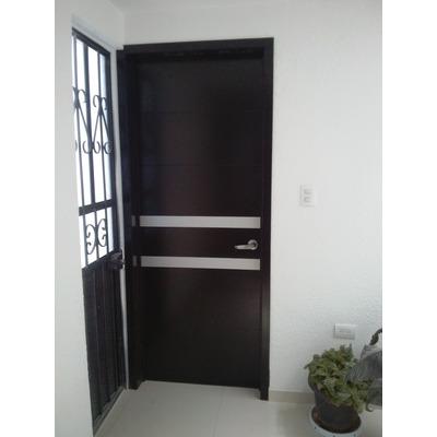 Puertas minimalistas echas a base de madera 100 natural for Precio de puertas de madera para recamara